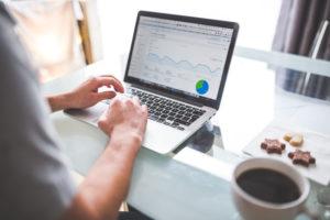 man measuring native advertising in google analytics